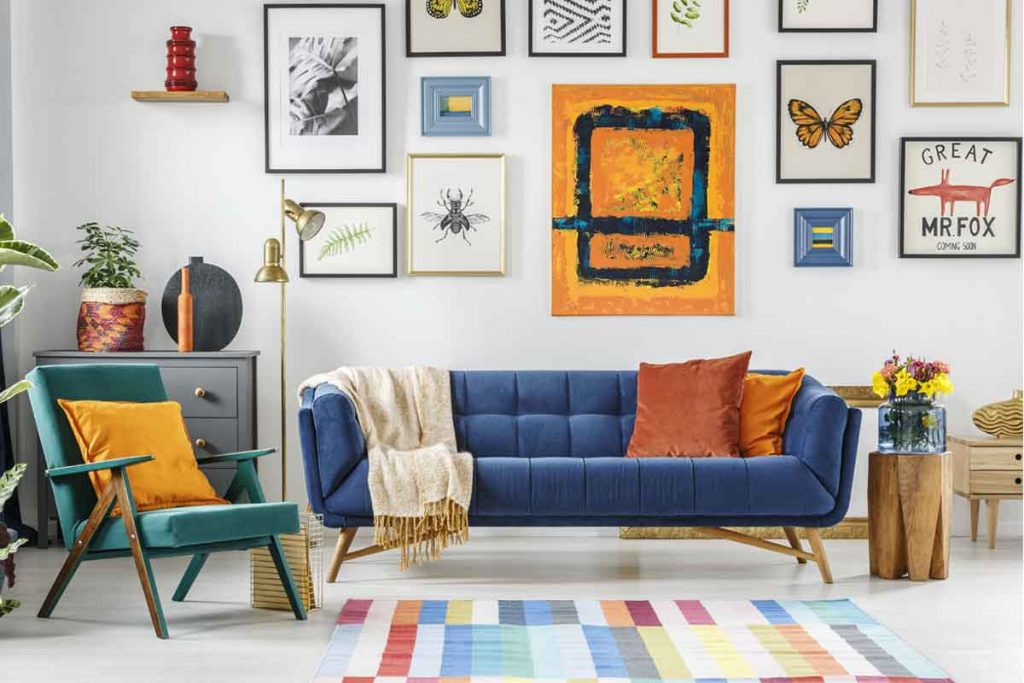 How To Decorate Around A Navy Blue Sofa 2 color scheme goes best with a navy blue sofa